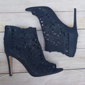 Jessica Simpson Shoes - Gifted! Jessica Simpson Peep Toe Zip Up Heels